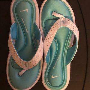 Women's sandals, brand new!